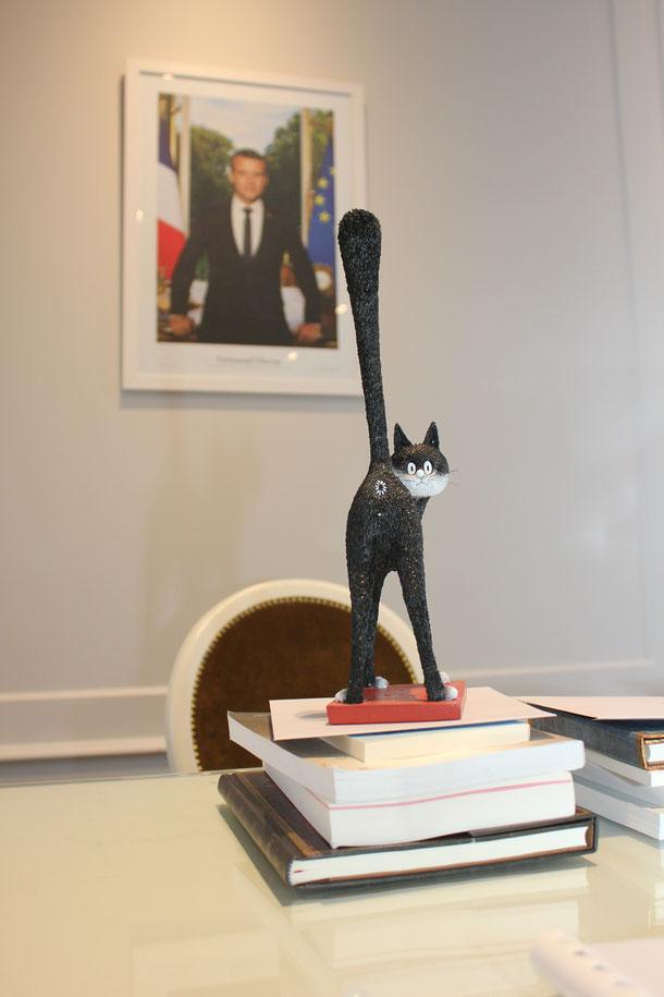 le trophée du 1er prix de la nouvelle humoristique signé par Jean-Loup Chiflet Pascal Fioretto Sandrine Sénès et-Céline Santran